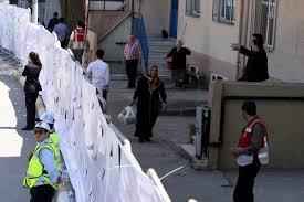 Sümeyye Erdoğan'ın düğün konvoyu trafiğe takılınca çiçekli refüj ...
