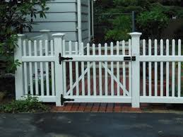 Stylish Picket Fence Edging For Yards And Garden Ideas