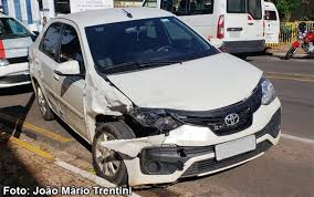 Motorista de carro placas de Bastos fica ferido em acidente em ...