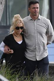 Danielle Spencer and Adam Long enjoy loved-up Sydney lunch   Daily Mail  Online