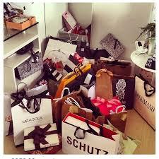 Pin de Ada Gibson em Someday   Sacolas de compras, Presentes, Como arrumar  o quarto