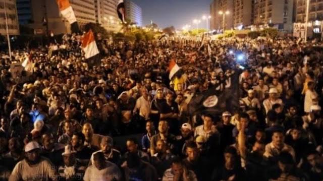 Darbeci Sisi'ye karşı yüz binler tek yürek oldu! ile ilgili görsel sonucu