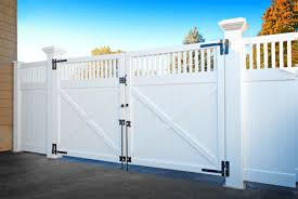 Images Of Illusions Pvc Vinyl Wood Grain And Color Fence Vinyl Fence Vinyl Fence Panels Aluminum Fence
