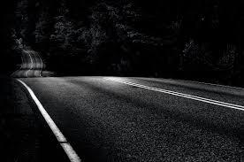 ظلام واشياء اخرى ! - بقلمي - الكاتب: Ducard اسير وحيدا وسط طريق مظلم ...