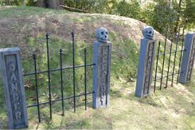 How To Make A Cemetery Fence Prop Spooky Haunted House Gate Or Iron Fence For Halloween Displays