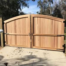 Custom Wood Arch Driveway Gate The Perfect Style For Privacy And Beauty All In One Built By Mossy Oak Fe Wood Gates Driveway Wood Fence Wood Fence Gates