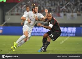 Gareth Bale Real Madrid Left Challenges Nigel Jong Milan Shanghai – Stock  Editorial Photo © ChinaImages #240941032
