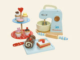 wooden swiss roll and mixer from le toy van