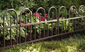 Amazon Com Plow Hearth Iron Fence Style Wrought Iron Garden And Flower Bed Edging With Gunmetal Finish 8 Interlocking Sections With Ground Stakes Easy Installation 120 L X 18 H Overall