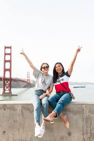how to pose with friends 10 ideas you