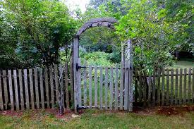 10 Cool Wooden Gates