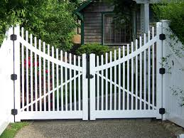 White Fence And Gate Fence Sheds Flag Poles Photo Gallery Chain Link Wood Fence Pvc Flag Front Yard Fence Backyard Fences Fence Design
