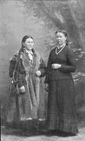 OMNIA - Portrett av to kvinner