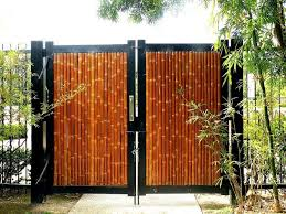 A Bamboo Gate Is A Great Way To Welcome People To Your Home In Style Bamboo Is Versatile Enough That No Matter What You Fence Design Bamboo Fence Modern Fence