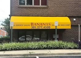 get your hair cut outdoors at bananas