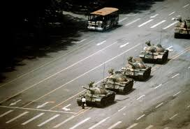 15 Incredible Historical Photographs | Stuart franklin, Tank man ...