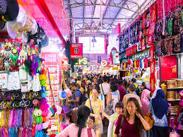 Cheap Shopping Place in Singapore - Buy Souvenirs in the Bugis Street Area