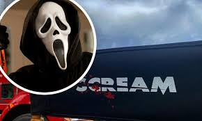 Scream 5: Crew members on set of horror ...