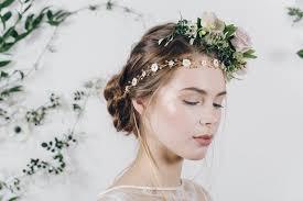 أطواق ورود ملونة للعروس من إنستقرام مجلة سيدتي