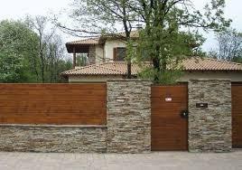 20 Marvelous Stone Fence Design Ideas For Front Yard Designerjewelry Gardeningtips Gardenfence Fence Design Stone Fence Wood Fence Design