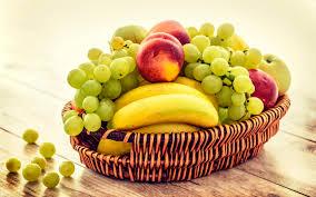 تحميل خلفيات الفواكه سلة الخوخ الموز العنب عريضة 2560x1600