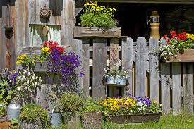40 Window And Balcony Flower Box Ideas Photos Home Stratosphere