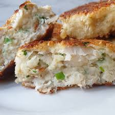 Easy homemade fish cakes with a crispy ...