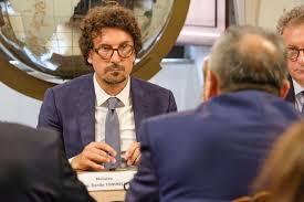 Sciopero dei trasporti, Toninelli chiede la revoca. No dei sindacati