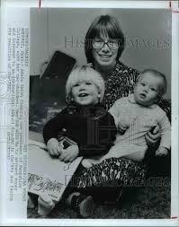 1977 Press Photo Adele Smith Simmons President Hampshire College & Her |  Historic Images