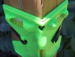 Fence Post Spirit Level With Elastic Retainers Specializedtools