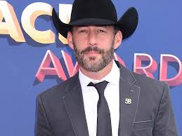Aaron Watson Makes New Christmas Album a Family Affair | KBCY-FM