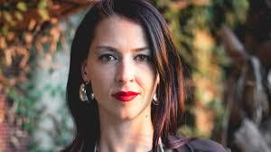 Abby Martin über Julian Assange, den Putsch in Bolivien, Bernie ...