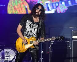 Ace Frehley Talks Guitar, Kiss Reunion on Chris Shiflett Podcast - Rolling  Stone