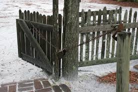 Yes It Works Counter Weight And Gate Closer Idea Seen In Colonial Williamsburg Colonial Williamsburg Williamsburg Landscape