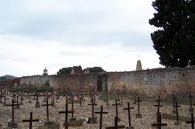 Le cimetière des Oubliés dit aussi cimetière des fous . Images?q=tbn%3AANd9GcRiSf08ufNi56JvHvRTFkq4BwozrlenttCs_A&usqp=CAU