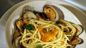 Spaghetti with sea urchins and clams ...