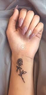 Male Tatuaze Na Nadgarstek Pomysly Dla Kobiet Minimalny Tatuaz Z