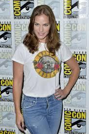 Kelly Overton At 2018 San Diego Comic Con - Van Helsing ...