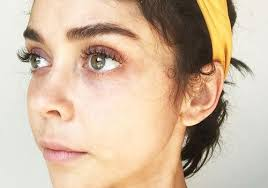 sarah hyland s makeup free photo went viral