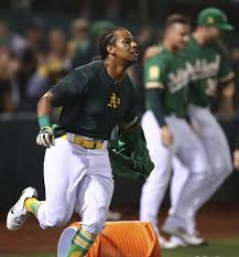 Khris Davis homers twice, including game-winner to lift A's