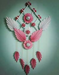 wall hanging of paper flowers प पर