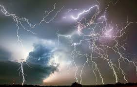 horizon lightning storm thunder