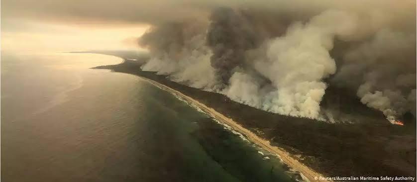 """Resultado de imagem para Fumaça de incêndios da Austrália cobre parte do Chile e da Argentina; veja imagens"""""""