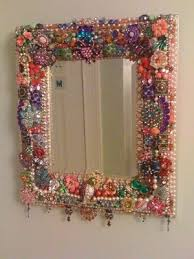 decorate a mirror frame with beads