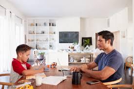 الصور المضحكة والأحاديث الجانبية 23 نصيحة للعمل من المنزل