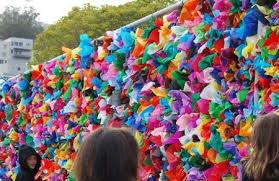 Colorful Decorated Chain Link Fence Created By Elementary School Kids Good For Fabric Scraps Fence Art Fence Weaving Chain Link Fence