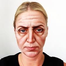 someone look old with se makeup