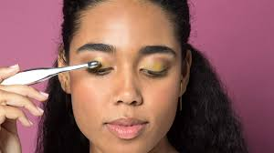 7 tips to apply eyeshadow like you