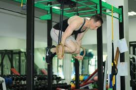 good gym with gymnastic rings dip bars
