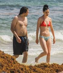 Krysten Ritter hits the beach with Adam Granduciel in sunny Mexico    Krysten ritter, Mexico, Beach